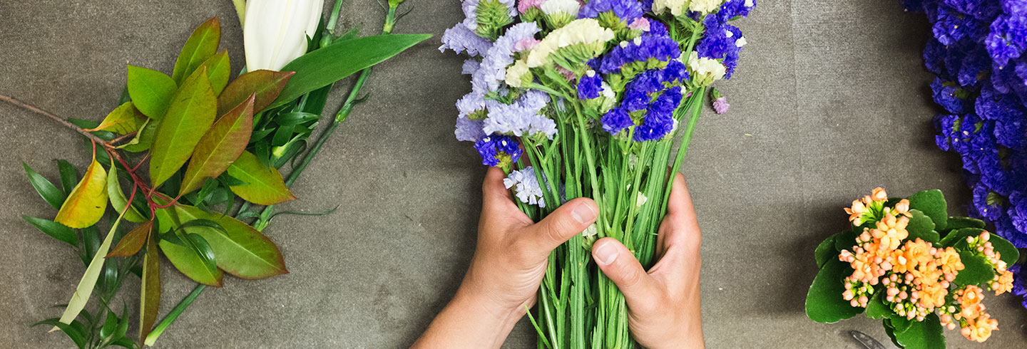 Invest_HeadlinePic_1440x490px_TableFlowers